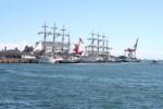 対岸から見た日本丸と海王丸